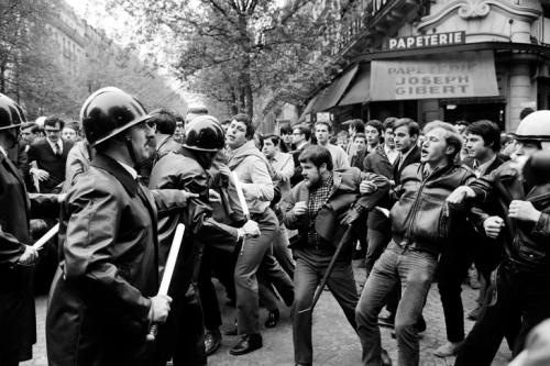 Manifestation-boulevard-Saint-Michel-Paris-durant-evenements-Mai-68_0_729_486
